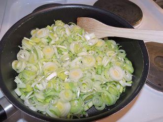 Kikärts- och purjolökssoppa 2 fräs purjo och vitlök