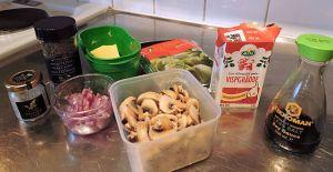 Champinjonfyllning till crêpes: ingredienser