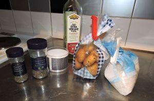 Saltbakade potatishalvor: ingredienser