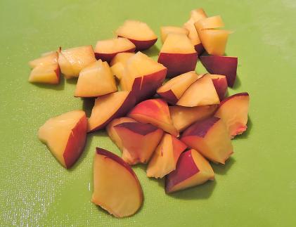 Skär nektarin el persika