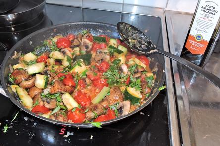 Saute champinjoner zucchini tomater 9