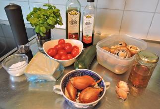 Saute champinjoner zucchinin tomater 1 - ingredienser