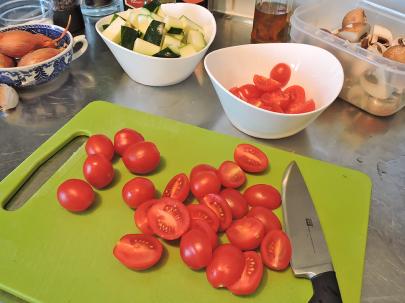 Saute champinjoner zucchinin tomater 4