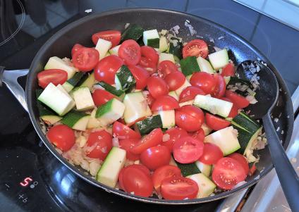Saute champinjoner zucchinin tomater 6