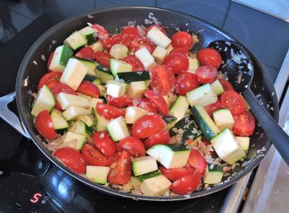 Saute champinjoner zucchinin tomater 7