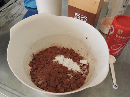 Chokladbrownies med jordnötssmör 15