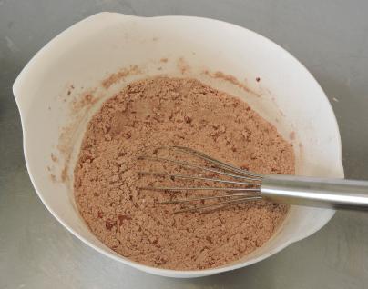 Chokladbrownies med jordnötssmör 16