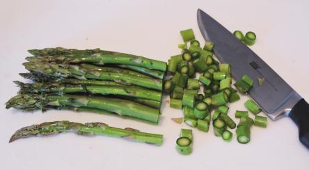 Grön sparris hacka