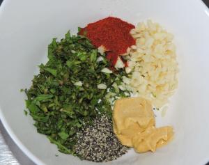 Blanda ingredienserna till marinaden